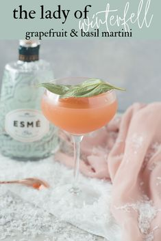 This Lady of Winterfell cocktail is a Game of Thrones inspired cocktail. This grapefruit and gin cocktail is muddled with basil for as a refreshing martini. Cocktail Party Food, Gin Cocktail Recipes, Martini Recipes, Game Of Thrones Cocktails, Game Of Thrones Party, Strawberry Banana Milkshake, Vanilla Milkshake, Pina Colada, Grapefruit Gin Cocktail