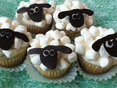 Shaun the Sheep Cupcakes {tutorial}