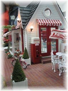 Miniature ice cream parlor with coke machine Doll Furniture, Dollhouse Furniture, Miniature Furniture, Fairy Houses, Play Houses, Doll Houses, Miniature Rooms, Miniature Houses, Diy Dollhouse