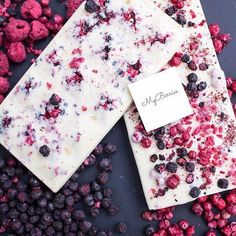 - Невероятно вкусный – э… Incredibly delicious chocolate – this velvety texture and astringent smell cannot be forgotten! 😌 ⠀ ⠀ White Belgian chocolate with … - Chocolate Work, Chocolate Sweets, Chocolate Gifts, Chocolate Recipes, Homemade Chocolate Bars, Artisan Chocolate, Belgian Chocolate, 16 Bars, Bark Recipe