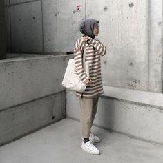 Ecmel Kılıç (@sipsecmel) • Instagram fotoğrafları ve videoları Modern Hijab Fashion, Fashion Terms, Hijab Fashion Inspiration, Muslim Fashion, Korean Fashion, Daily Fashion, Hijab Mode, Hijab Jeans, Hijab Fashionista