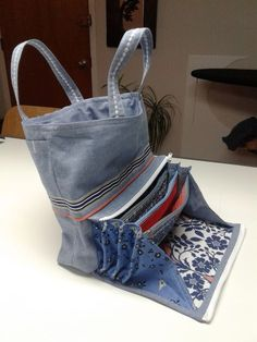 Best 11 sewing and designing fabric bags - 25 upcycling ideas .- Best 11 Stoffbeutel nähen und gestalten- 25 Upcycling Ideen mit praktischer Anl… Best 11 sewing and designing fabric bags – 25 upcycling ideas with practical … - Denim Tote Bags, Denim Purse, Recycle Jeans, Craft Bags, Recycled Denim, Bag Patterns To Sew, Fabric Bags, Handmade Bags, Handmade Handbags