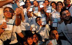 aliá francesa - La ola de aliá (inmigración) francesa a Israel continúa. Más de 200 judíos franceses, la mitad de ellos niños, llegaron a Israel el lunes a bordo de un vuelo especial organizado por la Agencia Judía para Israel y el Ministerio de Aliá y Absorción de Inmigrantes.