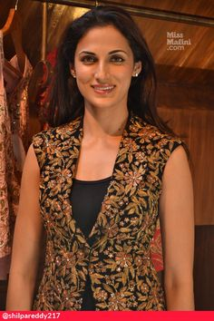 Sari Blouse Designs, Fancy Blouse Designs, Kurta Designs, Dress Indian Style, Indian Dresses, Indian Wear, Casual Blazer Women, Half Jacket, Kurta Neck Design