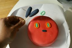 How to make the Very Hungry Caterpillar cupcake cake.