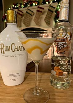 Salted Caramel Martini This flavorful drink combines RumChata with Caramel Vodka for a combination that will please anyone! Only a few ingredients needed enjoy! The post Salted Caramel Martini appeared first on Getränk. Liquor Drinks, Cocktail Drinks, Fun Drinks, Yummy Drinks, Lemonade Cocktail, Fall Cocktails, Dessert Drinks, Mixed Drinks, Disney Cocktails