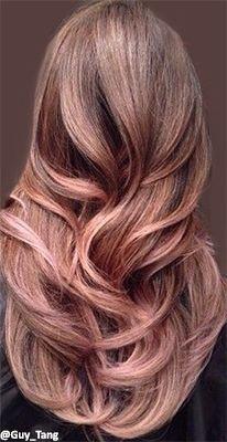 心も体もホットになる大人女子も大好きなカラーと言えば「ピンク」。冬の最旬ヘアカラーはピンクがかった「コーラルカラー」なんです。ダークカラーファッションが多い冬こそ可愛い「コーラルカラー」でヘアスタイルから明るくなりませんか。