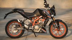 2017 KTM 390 Duke First Ride - Autoblog Custom Motorcycles, Cars And Motorcycles, Ktm 390 Duke, Advanced Driving, Road Rage, 50cc, Motorcycle Bike, Motorbikes, Vehicles