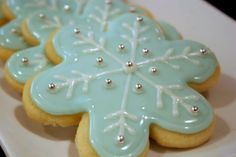 Just made these today...     These guys were actually cut with a flower cookie cutter, then I piped the icing on in a snowflake pattern.  Th...