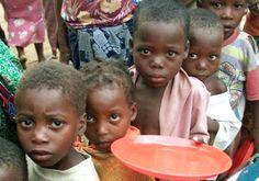 """...""""""""...estamos em maior ou menor grau escravizados, uns tem consciencia de suas correntes, outros nem isso ..."""" - =  ver + FACE ANON H$Geografia e Luta - Prof.Mazucheli: Quem bebe a água dos pobres"""