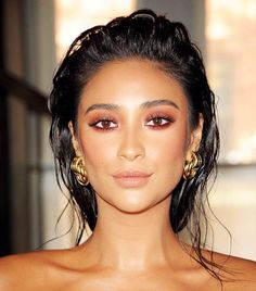Celebrity makeup artist Patrick Ta created this warm smoky eye with a shimmer on the lids for Shay Mitchell during New York Fashion Week. He mixed different shades from what looked like the...