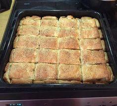 Ελληνικές συνταγές για νόστιμο, υγιεινό και οικονομικό φαγητό. Δοκιμάστε τες όλες Cookbook Recipes, Dessert Recipes, Cooking Recipes, Desserts, Savory Muffins, Food Court, Greek Recipes, I Foods, Banana Bread