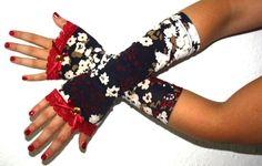 Blumige  spitzen Armstulpen   *UNIKAT*    Verspielte blumige  lange Armschmeichler in wunderschönen Blau,Rot,Cream tönen    für die romantische Frü...