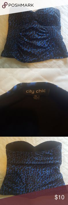 City Chic strapless tankini top XS (14) Black and blue. Gathered sides very flattering. It has loops for straps but I lost the straps. Good used condition. City Chic Swim Bikinis