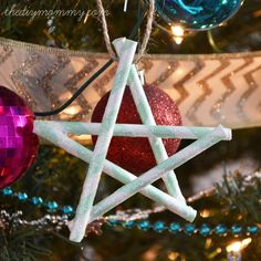 Make Glittery Cinnamon Stick Star Oranaments Diy Christmas Star, Stick Christmas Tree, Christmas Tree Ornaments, Christmas Crafts, Sparkle Paint, Glitter Paint, Stars Craft, Star Ornament, Paper Straws