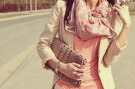 Beige suéter, pink basic and scarf