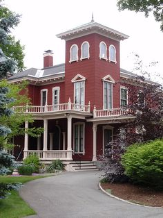 Stephen King's house - see more at: http://www.house-crazy.com/stephen-kings-scary-house/