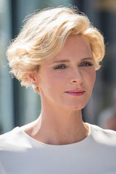Prinzessin Charlene von Monaco - Royalty and History - Short Grey Hair, Short Hairstyles For Thick Hair, Thin Hair Haircuts, Short Hair With Layers, Wavy Hair, Curly Hair Styles, Older Women Hairstyles, Hair Styles For Women Over 50, Short Hair Cuts For Women