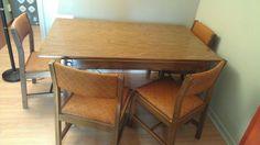 Kijiji: Table et 6 chaises années 1960 - 125$