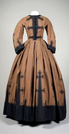 HISTORICAL BROWN & BRONZE PRINTED DRESSES