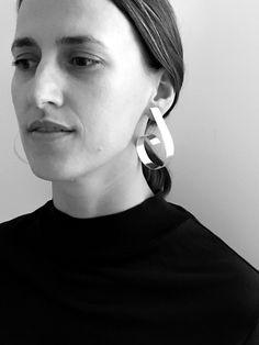 LOOPING earring by Sara Robertsson. Model Fatima Murseli.