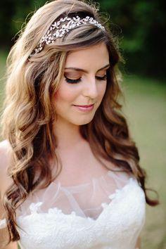 Novia con pelo suelto y diadema