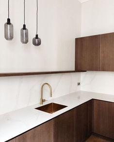 Nordic Interior, Kitchen Interior, Interior Design, Cuisines Diy, Kitchen Cabinets Decor, Küchen Design, Brown Wood, Living Room Kitchen, House In The Woods