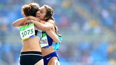 Abbey D'Agostino urges Nikki Hamblin to finish after fall in 5,000 meters