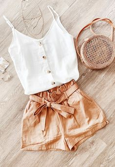 cute outfits for school ; cute outfits with leggings ; cute outfits for women ; cute outfits for school for highschool ; cute outfits for spring ; cute outfits for winter Summer Shorts Outfits, Tank Top Outfits, Trendy Summer Outfits, Summer Fashion Outfits, Cute Casual Outfits, Fall Outfits, Fashion Tips, Cute Summer Clothes, Casual Dresses