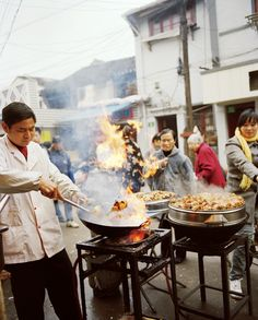 Shanghai's Best Street Food | Sautéed crabs in...