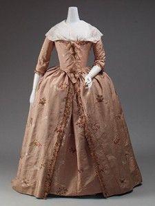 O robe à l'anglaise caracteriza-se por várias pregas nas costas ajustadas bem ao corpo, das quais surge uma saia com diferentes formas de draping.