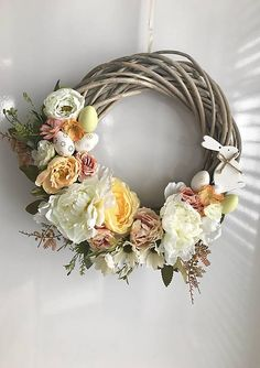 Veniec na dvere, vyrobený z umelých kvietkov, doplnený vajíčkami a dreveným zajkom Grapevine Wreath, Grape Vines, Floral Wreath, Wreaths, Google, Crowns, Flower Crowns, Door Wreaths, Vineyard Vines