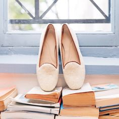 https://www.mychatelles.com/en/collection/new-arrivals/enzo-slippers  Discover our new fur slippers online and in our Paris Shop! #ChristmasShopping #EffortlessChic #CosyTime #cocooning #ShoppingTime