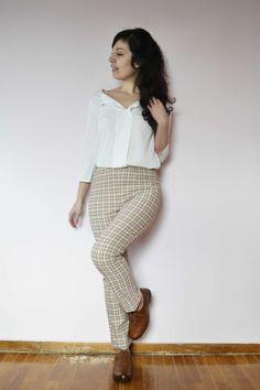 Το cigarette pants είναι το δεύτερο ρούχο που ράβω από το βιβλίο της Gretchen Hirsch, Gertie Sews Vintage Casual (το πρώτο ήταν το Wrap dress που είχε γίνει μεγάλο hit το καλοκαίρι! :D ). Είναι από… Posts, Blog, Vintage, Style, Fashion, Swag, Moda, Messages, Fashion Styles