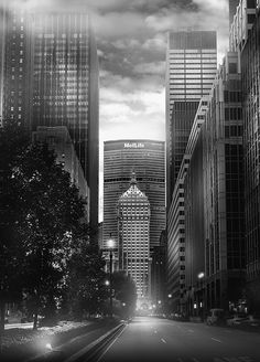 """Photo by Jean Michel Berts portraitist of cities specializing in black and white photos. Photo of the book """"Light of New York"""" Ed: Assouline Metlife Building, Concrete Jungle, City Photography, Gotham City, City Streets, City Lights, Abandoned Places, Landscape Design, New York City"""
