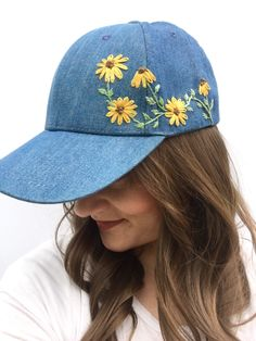 How to wear a baseball hat. Hand Embroidery Videos, Embroidery On Clothes, Embroidery Flowers Pattern, Creative Embroidery, Hand Embroidery Stitches, Hand Embroidery Designs, Embroidered Flowers, Bone Bordado, Embroidered Clothes