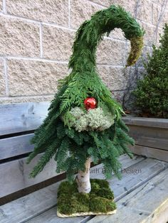Weihnachten - The Most Wonderful Time of The Year - Simple Christmas, Winter Christmas, Christmas 2019, Xmas, Christmas Arrangements, Outdoor Christmas Decorations, Floral Arrangements, Christmas Gnome, Christmas Wreaths