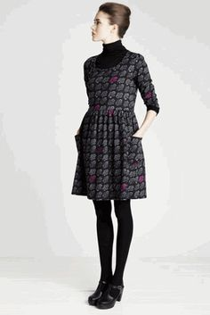 Pieni Hedelmakori by Mika Piirainen Fashion Beauty, Girl Fashion, Fashion Outfits, Casual Outfits, Cute Outfits, Fashion Sewing, Fall Dresses, Dress Me Up, How To Look Pretty