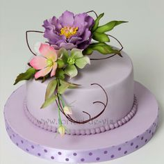 Tort mov cu flori pentru Adriana