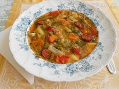 Najlepšia kelová polievka na svete Thai Red Curry, Ethnic Recipes, Soups, Food, Essen, Soup, Meals, Yemek, Eten