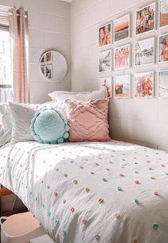 Dorm Room Designs, Room Design Bedroom, Small Room Bedroom, Room Ideas Bedroom, Bedroom Inspo, College Bedroom Decor, Cool Dorm Rooms, Preppy Dorm Room, Cozy Room