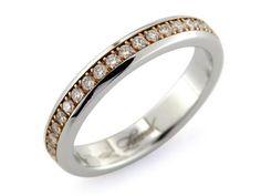 Anello girodito donna in oro 18kt, bianco nelle corsie esterne, rosa nella corsia interna scorrevole. L'anelllo eternity è impreziosito da un giro di diamanti di 39 pietre incastonate a griffe.  #anello #anellogirodito #girodito #love #fidanzamento #amore #sorelleronco #jewels #jewellery #sale #diamonds #diamanti #oro #gold