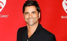 Fans in front of 'Full House' home totally do not notice John Stamos standing next to them | EW.com