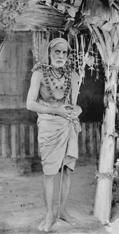 Indian Saints, Saints Of India, Lord Shiva Pics, Lord Shiva Family, Spiritual Stories, Swami Vivekananda Quotes, Padi Kolam, Sri Rama, Hindu Dharma