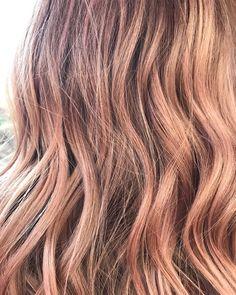 Champagne Rose Gold Blonde Balayage Hair Blonde, Ombre Hair, Rose Gold Hair Brunette, Grey Eye Makeup, Light Hair, Hair Inspo, Bob Hairstyles, Beauty Skin, Dyed Hair