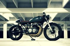 Welcome to Cafe Racer Design! We focus solely on showcasing the design of Cafe Racer Motorcycles. Cafe Racer is a term used for a type of motorcycle and the cyclists who ride them! Cafe Racer Honda, Inazuma Cafe Racer, Cafe Racer Helmet, Cafe Racer Girl, Cafe Racer Bikes, Cafe Racer Motorcycle, Motorcycle Garage, Motorcycle Outfit, Cafe Racers