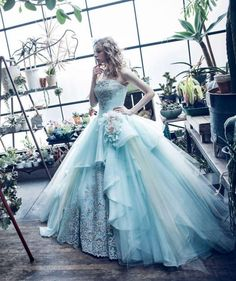 wunderschönes blaues Prinzessinnen Kleid