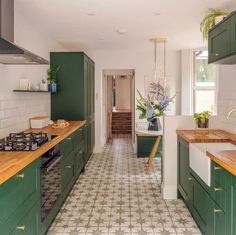 Kitchen Ideas, Kitchen Colors, Kitchen Design, New Kitchen, Kitchen Decor, Kitchen Stuff, Dark Kitchen Cabinets, Dark Wood Cabinets, Green Cabinets