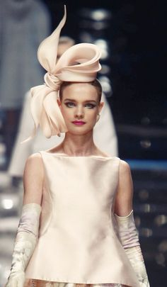 Here comes the bride Jan's Page of Awesomeness! - hautekills: Natalia Vodianova at Valentino haute couture Little Presents, Natalia Vodianova, Fancy Hats, Wearing A Hat, Turbans, Love Hat, Derby Hats, Headdress, Hats For Women