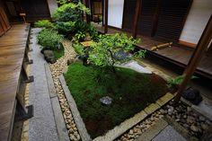 観智院の本堂と客殿の間の四方正面の庭